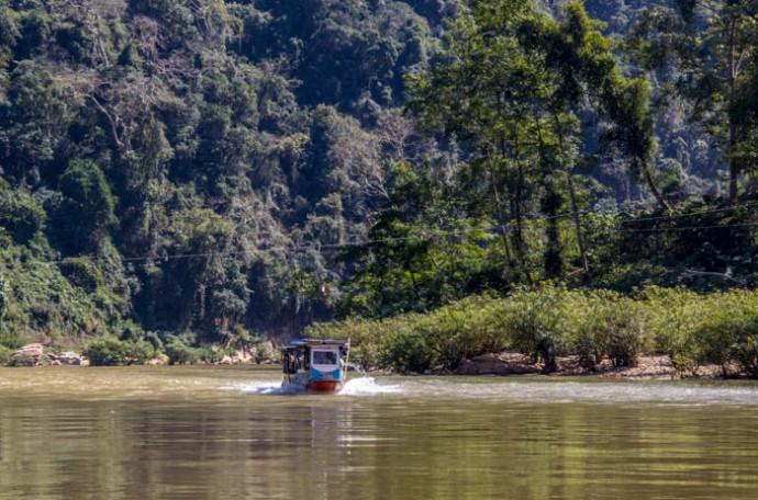 Approaching Muang Ngoi.