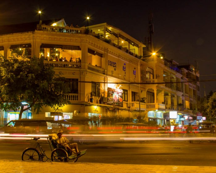 The Phnom Penh Foreign Correspondents Club by night.