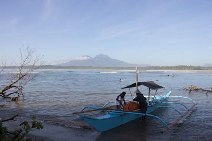 Boarding the banka to Biri Island. Mt. Bulusan in the back.