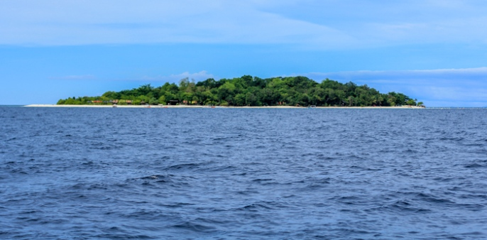 Approaching Mantigue from Camiguin.