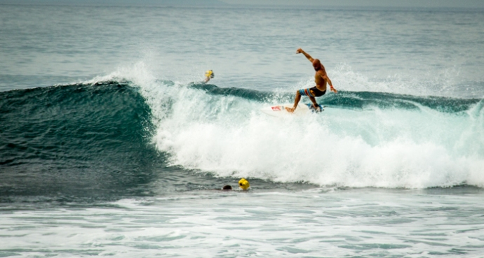 Kelly Slter doing a big floater at Keramas.