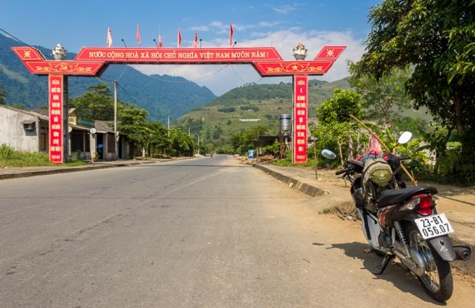 Enter road to Dong Van, Vietnam