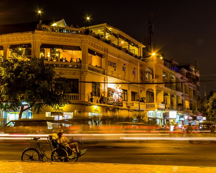 Phnom Penh, Foreign Correspondents Club at Night