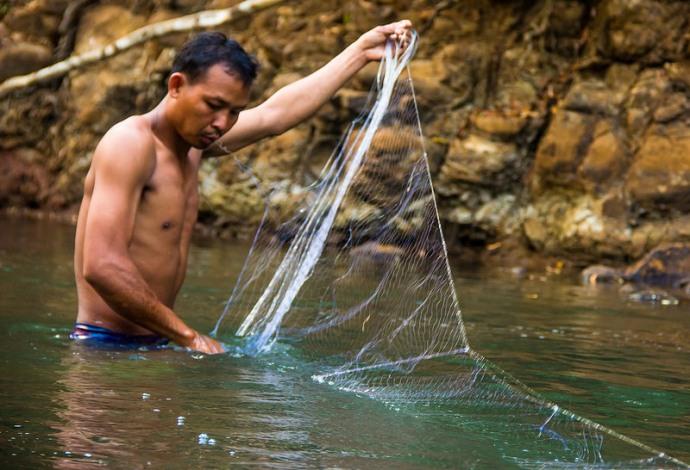 Catching Fish Mondulkiri