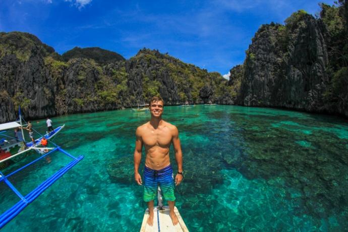 Island Hopping in El Nido, Palawan.